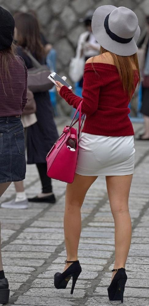 【尻フェチ画像】お尻にフィットするスカート、お尻を観察しながら街を歩くと妙にムラムラしてきたwww 表紙